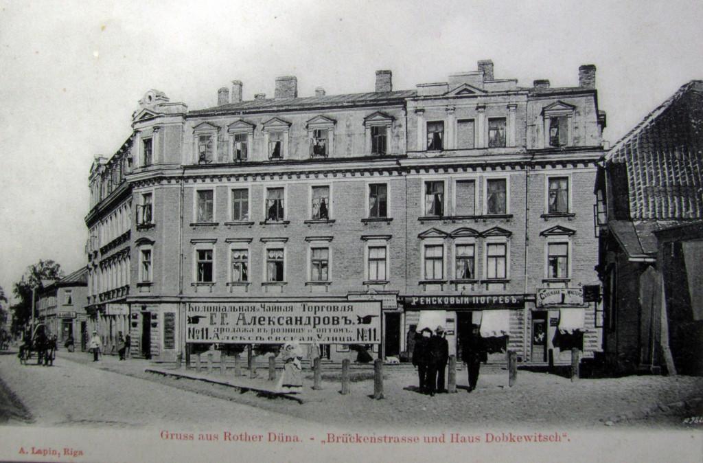 Skvērs Tilta un Alekša ielas stūrī ap 1920. gadu (Avots: VRVM_57748)